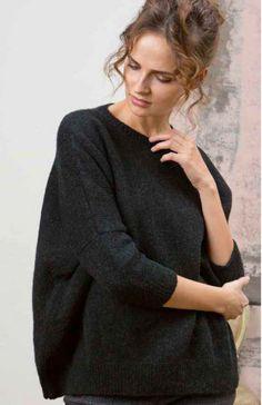 Описание составлено для размеров S–M / L–XL. Окружность в области груди готового пуловера 160/170 см. Длина 64 см. Пряжа для вязания: LANGYARNS NOVA (меринос, шерсть верблюда, нейлон) 225/275 г. Расход пряжи 9/11 мотков черного цвета.