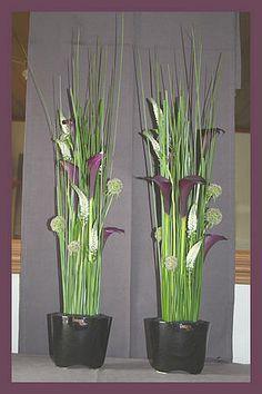 bloemen schikken: eenvoudig zelf te maken bloemstuk met steelgras, scabiosa, calla en veronica