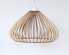 Houten Lamp / Eco-vriendelijke / Accent voor thuis / Decoratieve plafondlamp / Houten Lampenkap Het zal fantastisch uitzien in uw huis , werkplek of als een geschenk . Stijlvolle houten lamp gemaakt van multiplex . Aandacht - Montage vereist . :) Het is niet moeilijk , maar vergt geduld . De elektrische onderdelen die we gebruiken zijn CE gemarkeerd , dat is een garantie voor hoge kwaliteit en het snoer is 1 m ( 3,3 ft) Lange , Laat het me weten als u langer of korter snoer nodig . maat...
