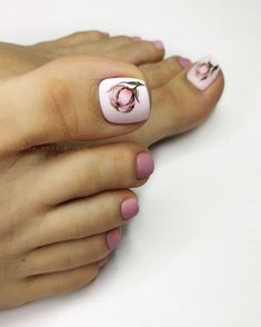Pretty Toe Nails, Cute Toe Nails, Pretty Toes, Toe Nail Art, Flower Pedicure Designs, Nails Studio, Cute Pedicures, Toe Pics, Cat Nails