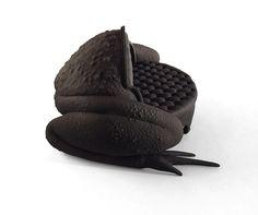 maximo riera produces 3D printed toad sofa miniature. #3dPrintedFurniture