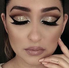 Pageant and Prom Makeup Inspiration. Find more beautiful makeup looks with Pageant Planet. Make Up Gold, Eye Make Up, Eyeshadow Makeup, Lip Makeup, Gold Eye Makeup, Pink Eyeshadow, Highlighter Makeup, Eyeshadow Palette, Gala Make Up