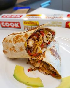 Burritos  Meksika Yemekleri  Piliç Burritos   Siyah Fasülye ve Piliç Burritos Malzemeleri  2 adet tortilla ekmeği  2 adet tavuk göğsü  1 ...