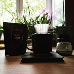 A Ja dzień dziecka (nie końcu każdy facet jest dużym dzieckiem) świętuję z Black Coffee z kality.  @solberghansen @coffeedeskpl #specialtycoffee #coffeegeek #blackcoffee #coffee #kawa #coffeegeek #coffeelover #slowcoffee #coffeedrip #coffeedripper #drip #dripper #brewslow #brewedcoffee #kalitawave #kalita #hario #harioskerton #thecoffeelifestyle #alternativebrewing #poznań  #poznan #baristadaily #homebarista #coffeedesk #solberghansen #manualbrew #manualbrewing #dzieńdziecka #dużedziecko…