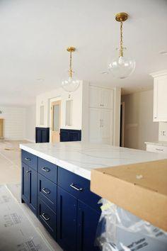 Navy Blue Kitchen Cabinets, Blue Kitchen Island, Blue Kitchen Decor, Navy Blue Kitchens, Blue Kitchen Ideas, Blue Kitchen Designs, Island Blue, Kitchen Cupboards, Design Kitchen