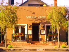 willie-jane Abbot Kinney Venice, California - Pretty pricey but maybe someday for a birthday dinner or something :) Abbot Kinney Venice, Venice California, Venice Travel, Maybe Someday, Birthday Dinners, Venice Beach, Places To Go, Cottage, Pretty