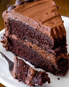 The fudgiest homemade chocolate cake ever! Recipe o… Triple Chocolate Layer Cake. The fudgiest homemade chocolate cake ever! Recipe on sallysbakingaddic… Best Chocolate Cake, Homemade Chocolate, Chocolate Flavors, Chocolate Desserts, Chocolate Chocolate, Chocolate Cookies, Food Cakes, Cupcakes, Cupcake Cakes