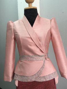 Blazer Outfits For Women, Crop Top Outfits, Modest Outfits, Blazer Fashion, Fashion Outfits, Stylish Scrubs, Myanmar Dress Design, Evening Dress Patterns, Batik Fashion