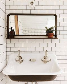 Bathroom | #norfolksconce #ceramiclighting #schoolhouseelectric (via @saraparsons)