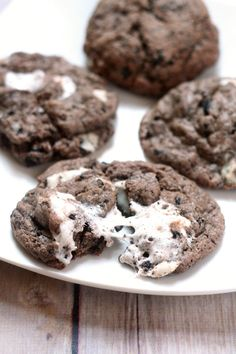 Marshmallow Oreo Chip Cookies are a sort of everything-but-the-kitchen-sink…