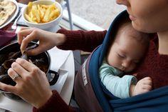 3d3452cac5c1 Echarpe de portage BLEU PAON, poche Marron Glacé   JPMBB ®   Echarpe porte  bébé