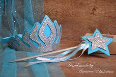 Elsa Birthday Party, Disney Frozen Birthday, Frozen Theme, Frozen Party, Diy Arts And Crafts, Crafts For Kids, Diy Crafts, 1st Birthday Girl Decorations, Frozen Wands