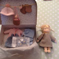 Poppenatelier Ineke Gray Fabric Toys, Waldorf Toys, Doll Maker, Soft Dolls, Diy Doll, Diy For Kids, Montessori, Kids Toys, Baby Dolls