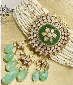 Pearl Necklace Designs, Beaded Jewelry Designs, Gold Earrings Designs, Gold Jewellery Design, Jewelry Patterns, Gold Jewelry, Fancy Earrings, Jewlery, Indian Bridal Jewelry Sets