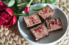 Do you like brownies? I really addicted to these chocolate babies. But classic brownies is too heavy food for me. These rich, chocolate sweet potato brownies with fudge middles made me fall in love with brownies again.I play with this brownie recipe for years, tried different ingredients. Finally I found …