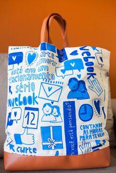 Ecobag da coleção Lovebook feita com lona de algodão na cor cru. R$59,00