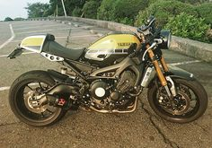 YAMAHA XSR900 with Akrapovic exhaust pipe