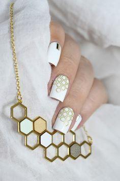 Marine Loves Polish: Hexagon nail art + Découverte du concept La Petite Attention ! - BM422 Bundle Monster - Shlomit Ofir Kim necklace