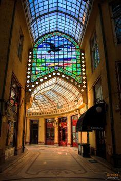 De ce să vizitezi Oradea? | Oradea in imagini Vintage Architecture, Architecture Design, Romania Travel, Black Hawk, Clear Sky, Big Ben, Places To See, Tourism, Fair Grounds