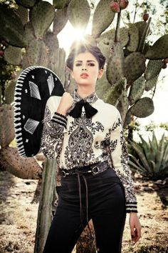 Mariachi Girl 💜 Love her clothes Mexican Outfit, Mexican Dresses, Mexican Style, Mexican Clothing, Mexican Costume, Mexican Fashion Style, Spanish Fashion, Mexican Art, Vestido Charro