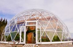 natur house How one family thrives in the Arctic with a cob house inside a solar geodesic dome Earthship, Green Building, Building A House, Natural Building, Natur House, Geodesic Dome Homes, Polo Norte, Build Your House, House In Nature