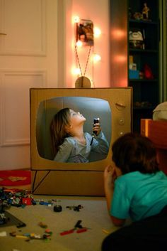 My kids would love this cardboard TV!