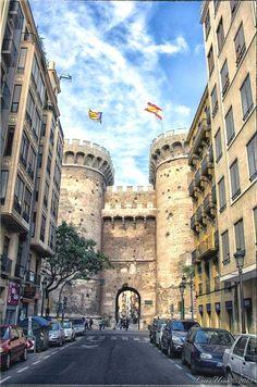 Las Torres de Quart, Valencia España.                                                                                                                                                     Más  Espana  Acceda al sitio para obtener información   https://storelatina.com/espana/blog #e-spain #स्प्यान #sbaen #Spánn