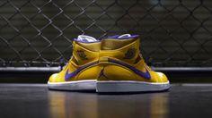 "superior quality 28417 29d96 Air Jordan 1 Mid ""Lakers"" Jordan Retro 1, Vans Sneakers, Kundenspezifische  Sneakers"