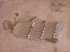 Armband med fiskbensmönster - You Beaded Braclets, Beaded Bracelet Patterns, Seed Bead Bracelets, Seed Bead Jewelry, Bead Jewellery, Beading Patterns, Beaded Jewelry Designs, Handmade Jewelry, Bracelets Design