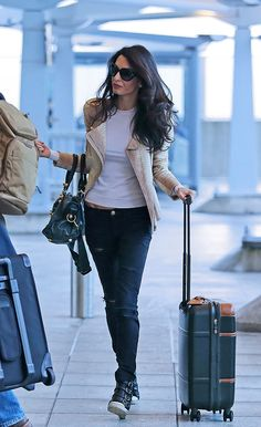 110 Amal Clooney's Most Stylish Fashion Style You Should Know Casual Chic, Style Casual, Casual Street Style, Casual Outfits, Casual Dresses, Amal Clooney, George Clooney, Amal Alamuddin Style, Celebrity Airport Style