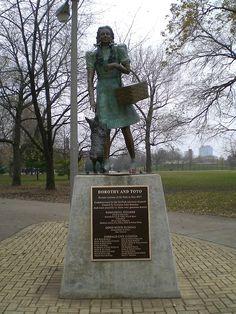 "Lincoln Park: Oz Park - ""Wizard of Oz"" Statues"