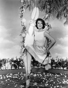 Paula Prentiss and Easter Bunny. I a Named after Paula Prentiss! Old Hollywood Glamour, Vintage Hollywood, In Hollywood, Vintage Easter, Vintage Holiday, Mary Tyler Moore, Easter Parade, Easter Celebration, Easter Holidays