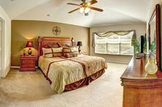 Orlando Vacation Home Bedroom -- Gorgeous and so much more spacious than a hotel room! Only $259 per night for this 6 bedroom home! #vacationhomes #orlando