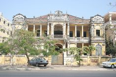 what a waste - Old abandoned french colonial style house near the Royal Palace Colonial Mansion, Colonial Exterior, Colonial Style Homes, French Colonial, Filipino Architecture, Australian Architecture, Colonial Architecture, Abandoned Buildings, Abandoned Places