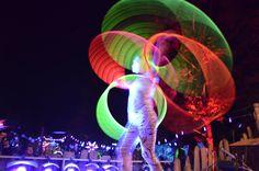 """""""Mystic Circles"""" ist ein neues Projekt von Happy Hooping. Hula Hoop Darbietungen verschmelzen zusammen mit Licht, Tanz & Feuer zu einer faszinierenden neuart..."""