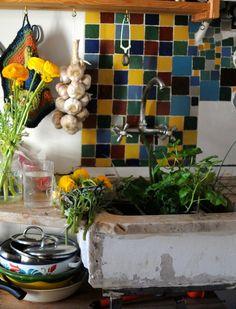 Live Like an Artist in Lisbon's Alfama Neighborhood Portugal, Beautiful Kitchens, Lisbon, Kitchen Sink, Country Living, Home Projects, Backsplash, The Neighbourhood, Indoor