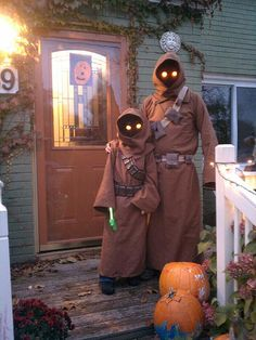 Jawas 2012 or bust. Best of 2011 costumes.. My son and I may do this, but am confused as to how they got the 'eyes' to glow... Any suggestions?
