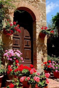 Tuscan village of Monticchiello, Italy via flickr