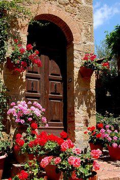 Tuscan village of Monticchiello, Italy via flickr