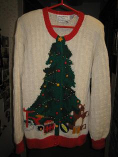 ON SALEVintage Xmas Tree Hand knitted by StuartsHollywoodColl, $35.00