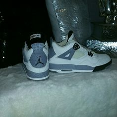 more photos 29c39 54ce1 Nike Shoes   Jordan 4s Cement Gray   Color  White   Size  7