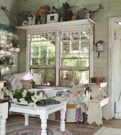 Cheap And Easy Cool Ideas: Shabby Chic Garden Decoration shabby chic table.Shabby Chic Home Romantic. Jardin Style Shabby Chic, Cottage Shabby Chic, Shabby Chic Garden, Shabby Chic Homes, Shabby Chic Decor, Cozy Cottage, Garden Cottage, Cottage Porch, Shabby Chic Porch