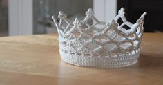 A little girl I know is in need of a princess crown. As are almost all little girls, I believe. Enter Auntie Lotta's royal crown shop:      ...