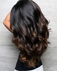 The most popular highlights for dark hair are light brown or caramel balayage, but there are no limits on color for a balayage hairstyle. Look below for the top balayage for dark hair to find your inspiration. Black Hair With Highlights, Hair Color Highlights, Hair Color For Black Hair, Black Highlighted Hair, Black Hair Ombre, Balayage Highlights, Highlight Hair Colour, Dyed Black Hair, Highlights For Brunettes