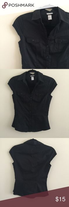 """Fitted Button Up Top Black short sleeved button up shirt by H&M • Black stripes • Stretchy fabric hugs the form and makes you look slimmer!  • Barely worn, excellent condition  ‼️ Closet closing on June 20 for moving, shop now! ✅ Reasonable offers using """"Offer"""" button only  No trades or holds or ️p  Bundle & Save ❤️  Fast shipper H&M Tops Button Down Shirts"""