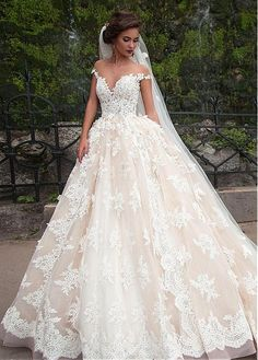 Fantastic Tulle Bateau Neckline Ball Gown Wedding Dresses With Lace Appliques