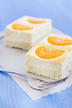 Mandarinen - Käsekuchen ~ A classic in Germany: Cheesecake with quark and tangerines. Very delicious and oh so easy to make. (in English and German)