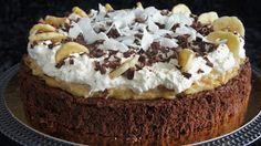 Bakakuten: Saftig browniebotten med banancurd & kokoskola toppad med vispad grädde