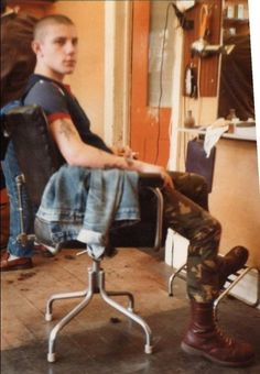 Be a real man get the razor out and shave bald Skinhead Men, Skinhead Boots, Shaving Your Head, Skin Head, Slick Hairstyles, Engineer Boots, Man Up, Pompadour, Wet Hair
