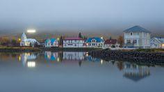 Réflexion sur le lac de Seyðisfjörður.
